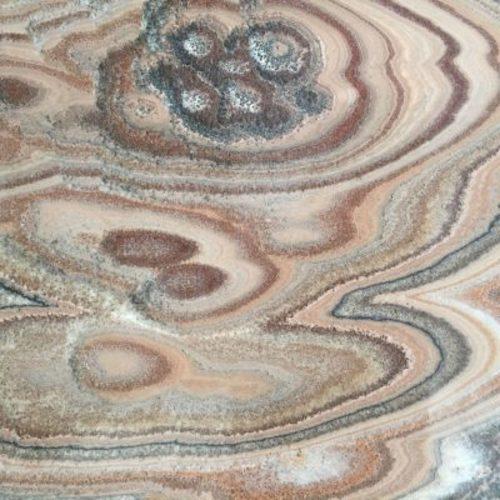 Piedra natural mármol de aspecto seductor con una gran combinación de colores ONYX CEBRA