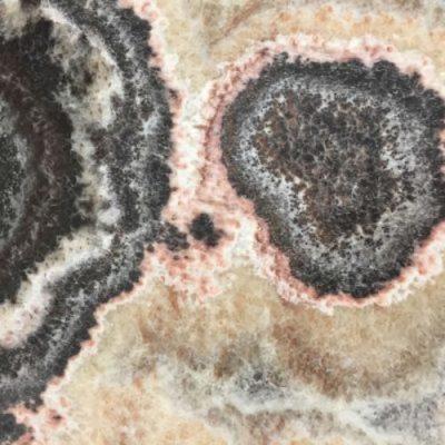 Piedra natural mármol con aspecto llamativo de colores oscuros con vetas claras ONYX OPIUM